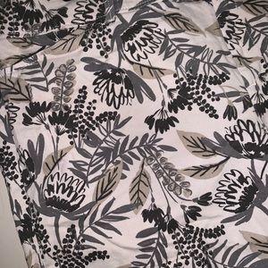 Old Navy Shorts - Size 14 Regular Old Navy Gray Floral print short